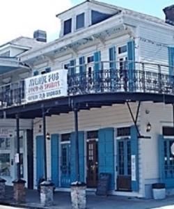 avenue pub 1.jpg