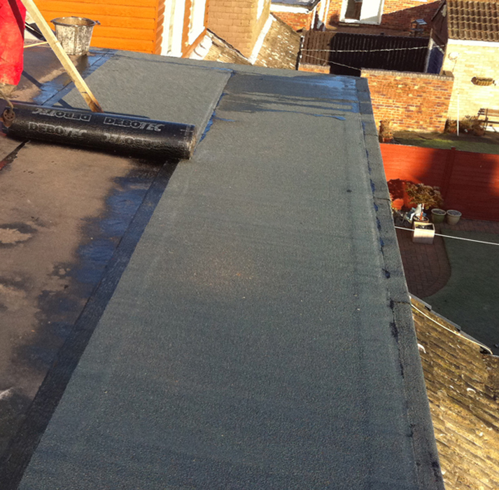 One layer of underlay, covered by one layer of mineral felt, with mineral edges