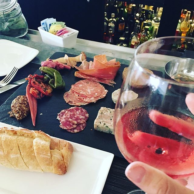 Some choose to get an early start on their post-Thanksgiving cleansing. But in this house, the gluttony lasts all weekend 🤦🏻‍♀️😫🤷🏻‍♀️ #makeitstop #holidayweekend #canneverrefusecharcuterie