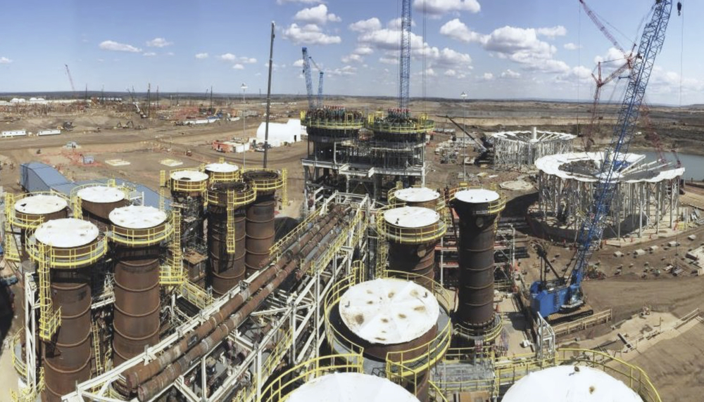 CONSTRUCTION OF THE FORT HILLS PRIMARY EXTRACTION PLANT (PHOTO COURTESY SUNCOR ENERGY)