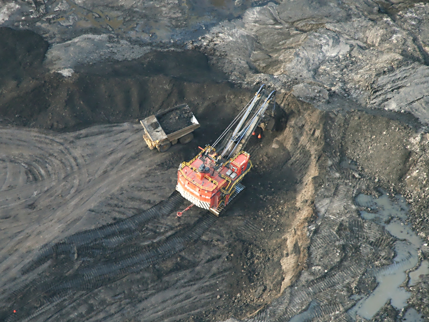 Surface Mining Techniques used in the Oil Sands | Oil Sands