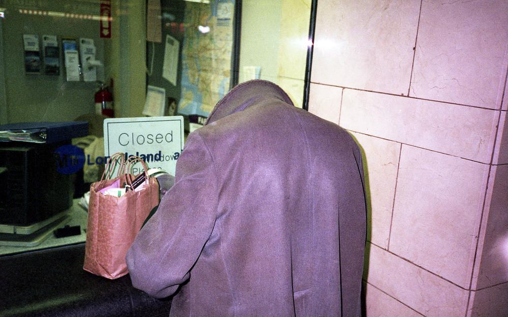 headless man penn station