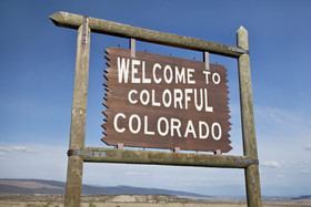 Fotosearch_k9512599ColorfulColorado.jpg