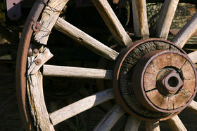 Fotosearch_k0129746WagonWheel.jpg