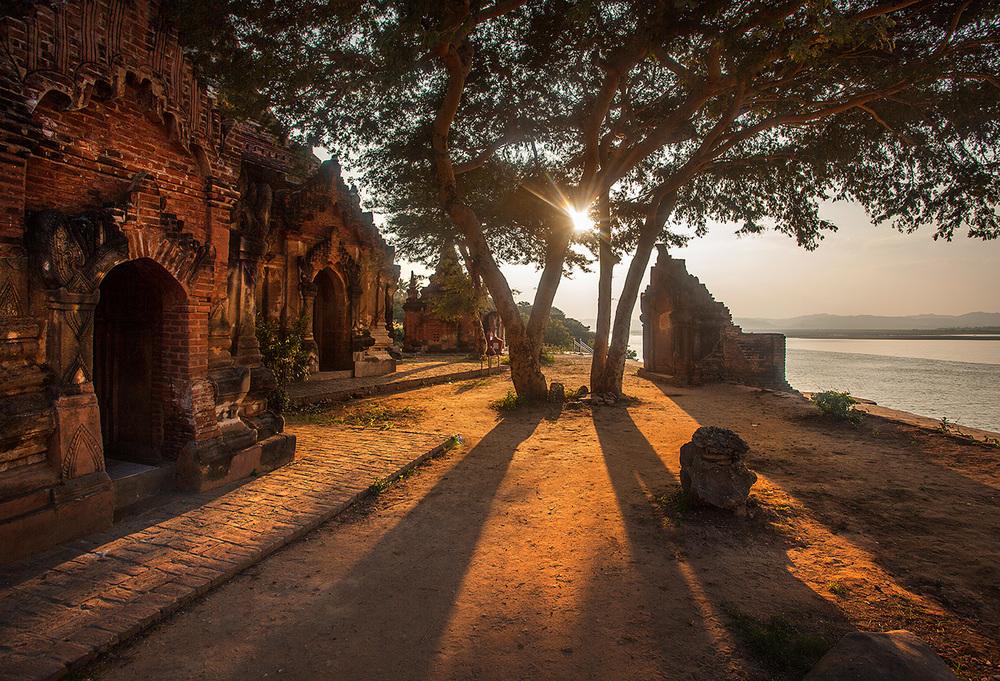 Random temple along the Irrawaddy