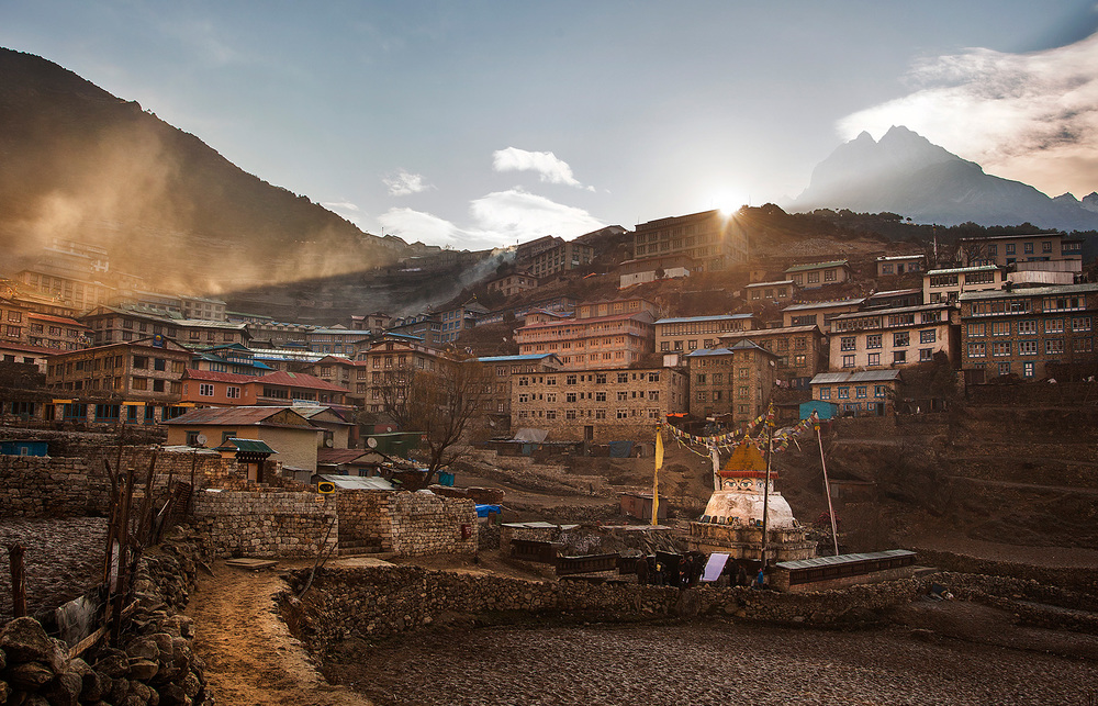 Light coming in over the mountains at Namche Bazaar