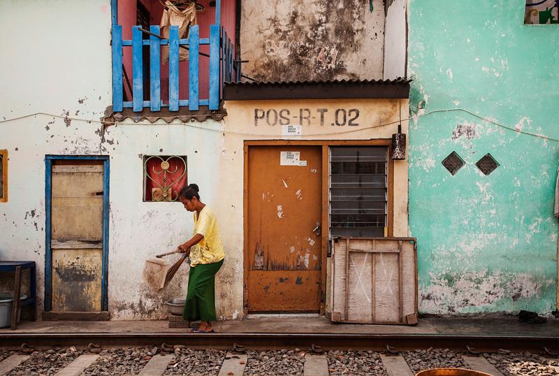 street scene in surabaya