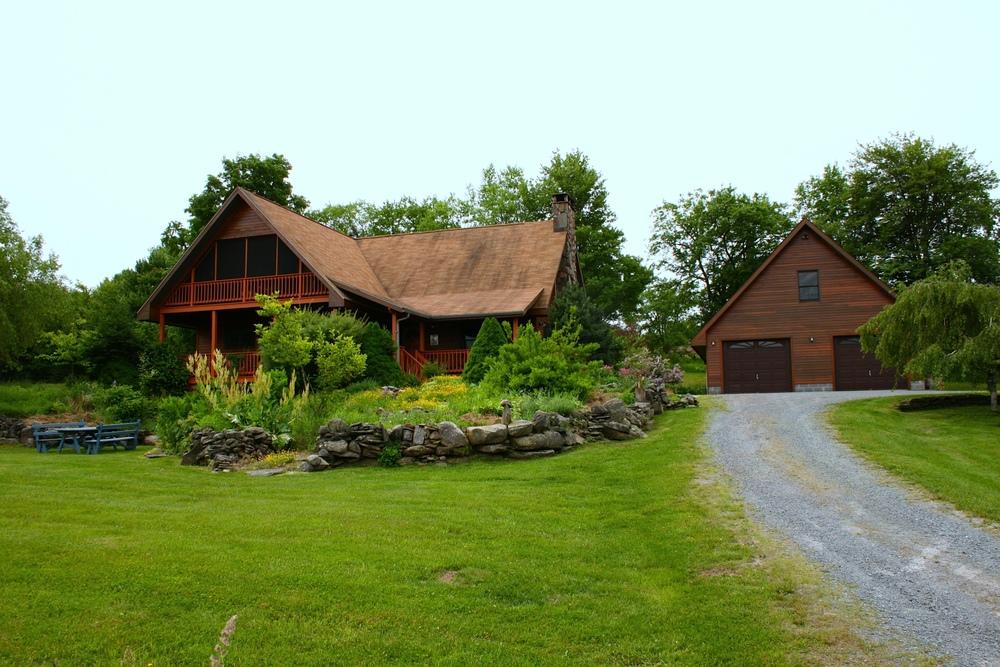 Harmony House: 3-5 bedroom, 3 baths on 3.52 acres. Neversink, NY.