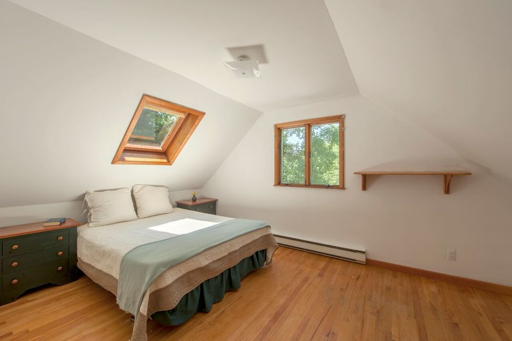loftbedroom.jpg