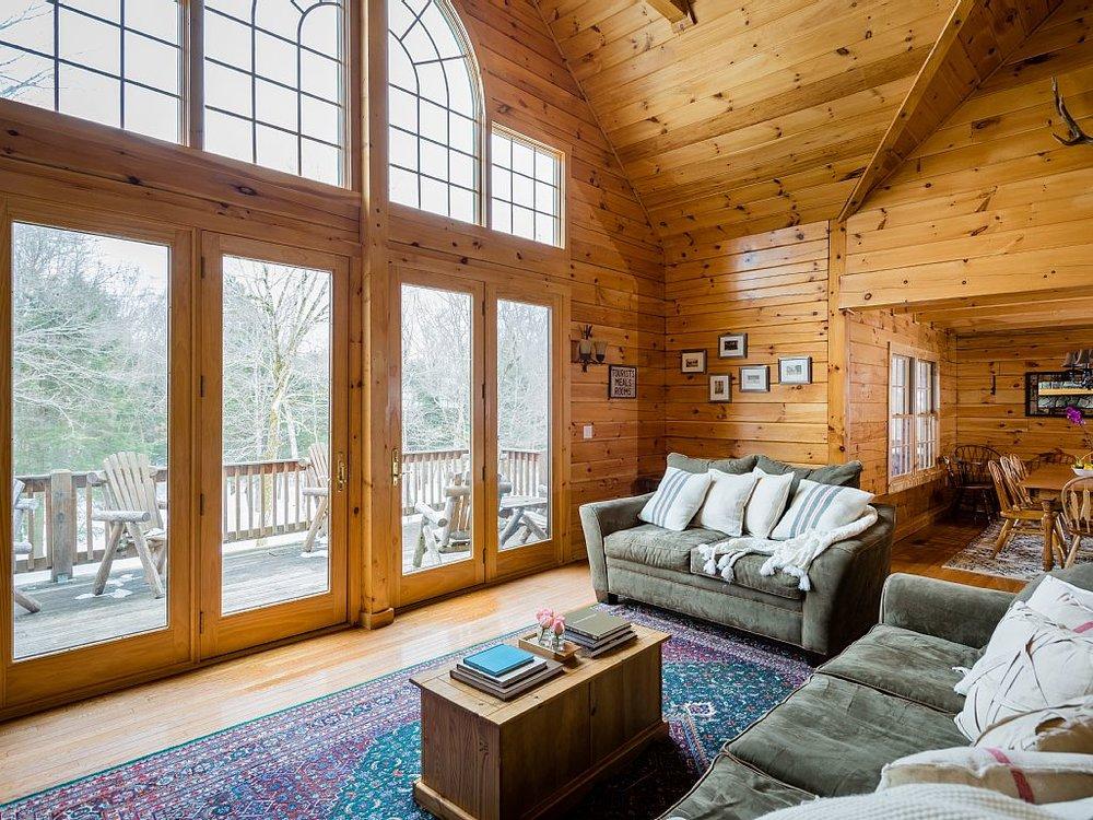 Livingroom to deck.jpg