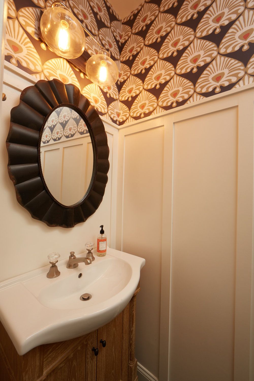 Image 11 Powder Room.jpg