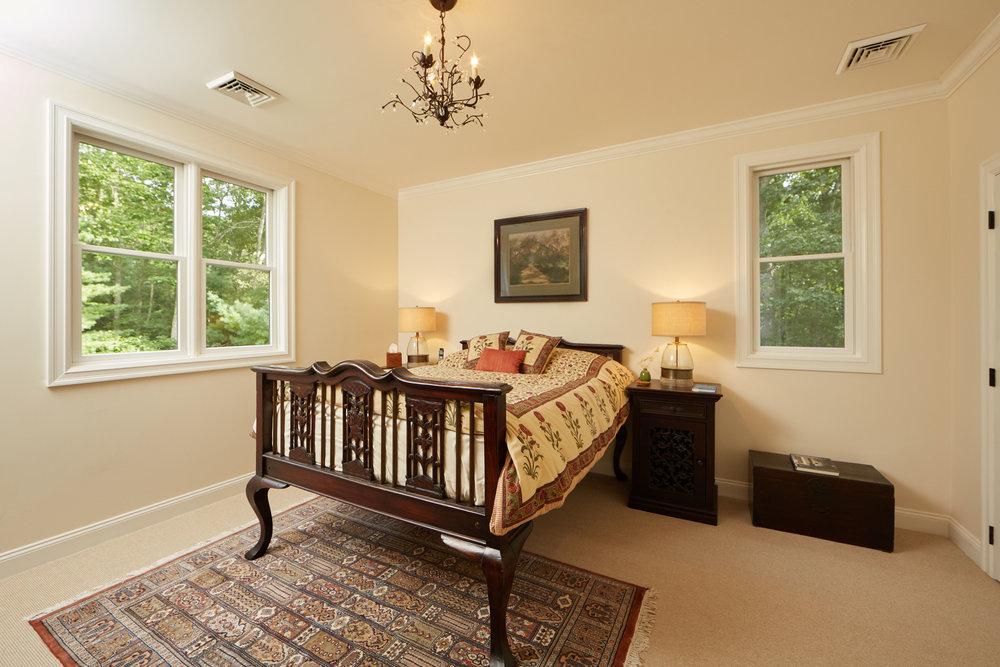 Image 18 Guest Room.jpg