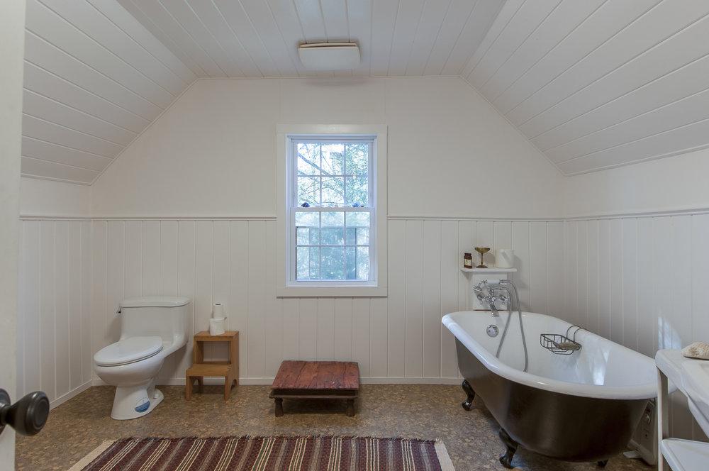guestbath1.jpg