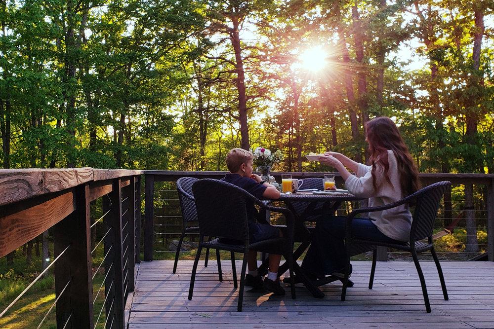 Image 23Alt Breakfast Table.jpg