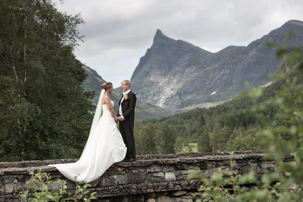 Elise & Andreas, Honndøla bru