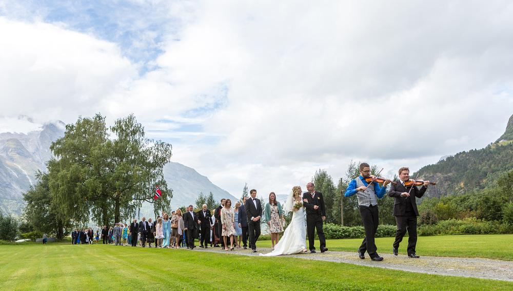 Brudefølgje på Hjelle