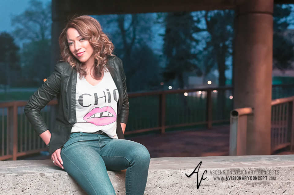 Buffalo Fashion Photography Buffalo Portrait Photography Spring Shoot Buffalo HIstory Museum 015 Chic T-Shirt Blue Jeans Black Jacket Pink Purse African American Model.jpg