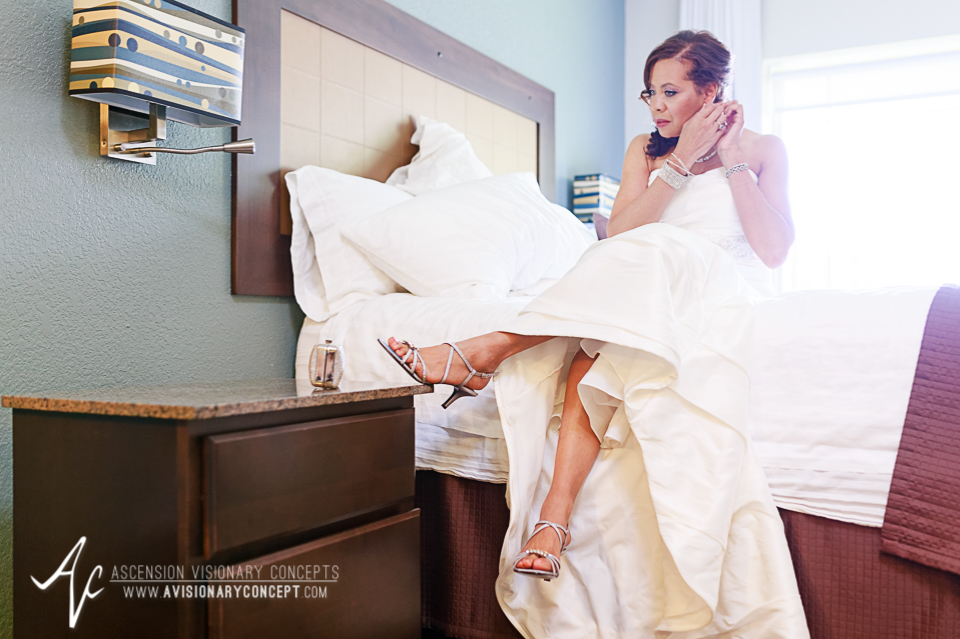 Rochester Wedding Photography 007 - East Avenue Inn & Suites Bride Getting Ready.jpg