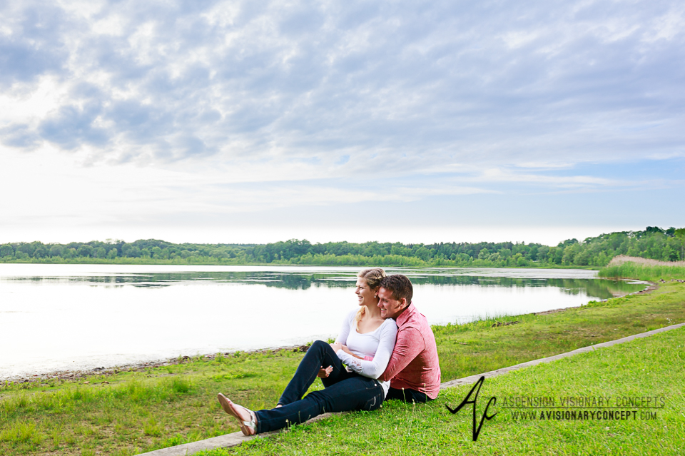 Rochester Engagement Photography 006 - Mendon Ponds Park.jpg