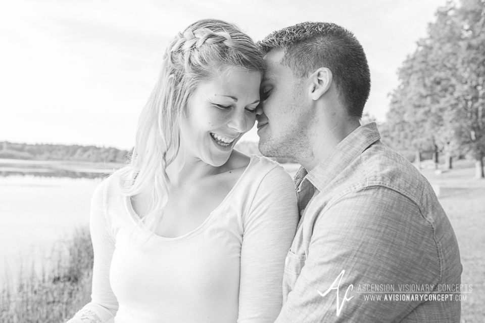 Rochester Engagement Photography 010 - Mendon Ponds Park.jpg