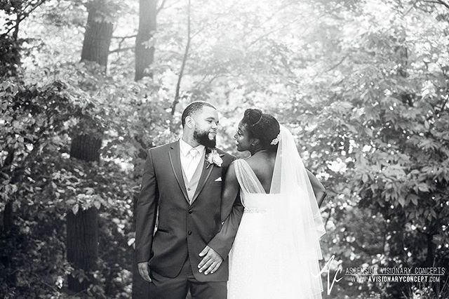 Another favorite from Merlyn & James' #avantimansion #wedding. Love the timeless feel of black & white!