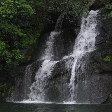 lake_jocassee_water_falls.jpg