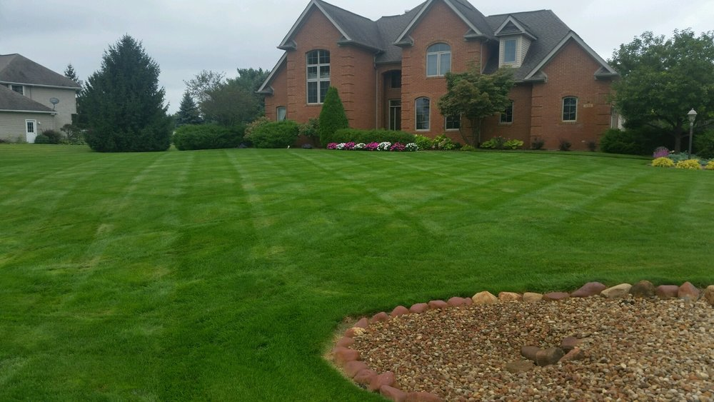 Feature Lawn Friday 9.23.16