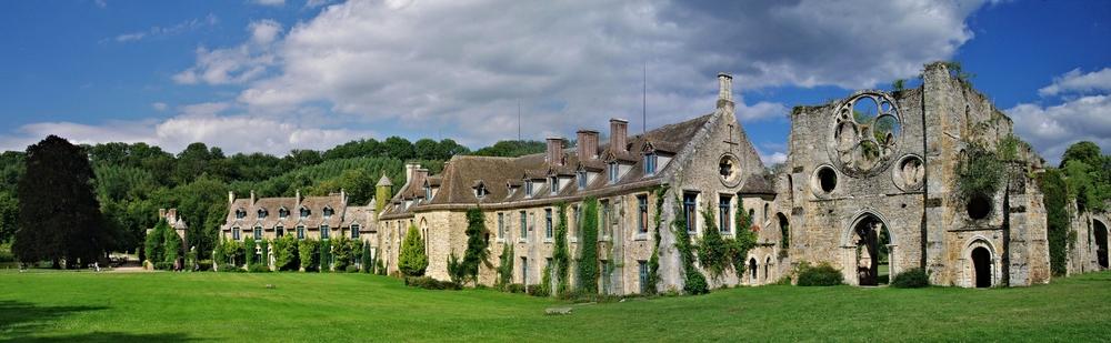 "Abbaye des Vaux de Cernay- ""VaulxDeCernay"" by Fathzer - Own work."