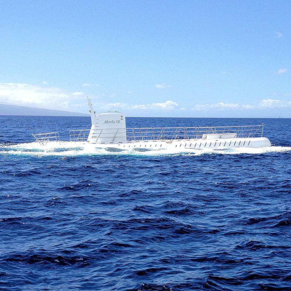 Photo of a submarine off the coast of Maui, Hawaii by Stephanie Barnard