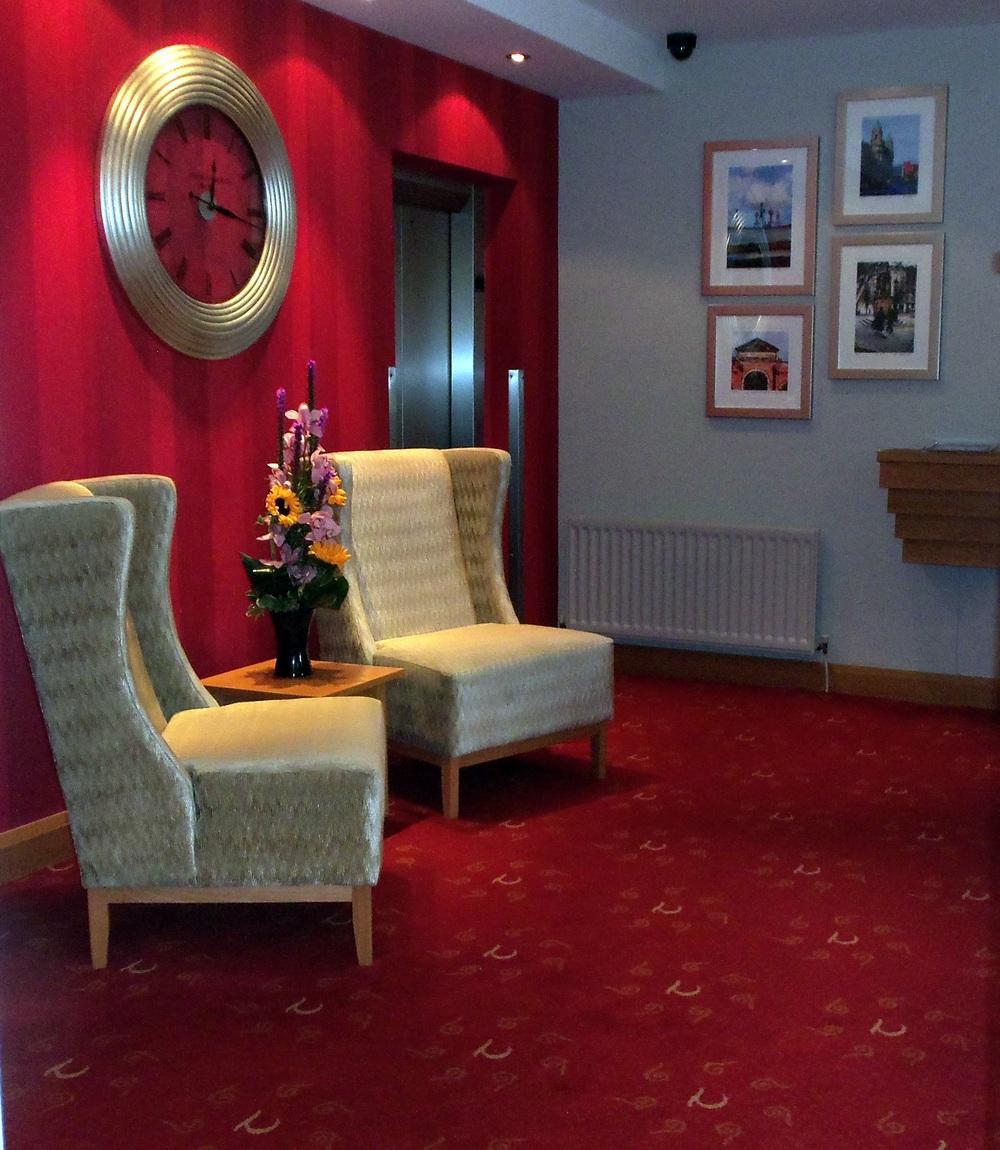 Tara Lodge - Comfy lobby