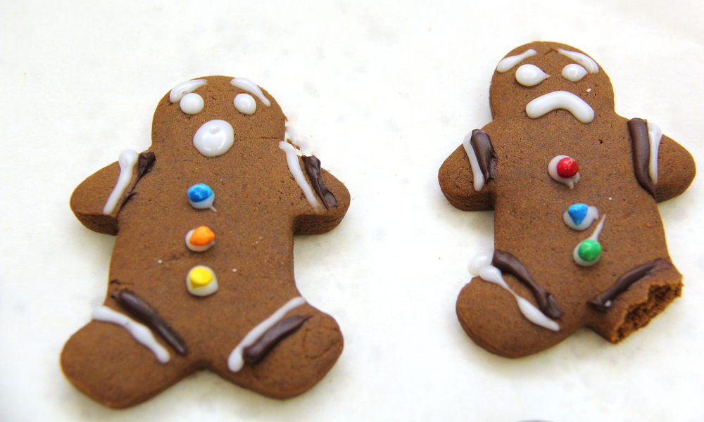 funny gingerbread men cookie design ideas. the horror! haha | Christmas themed gingerbread man cookies Make these deliciously soft gingerbread men cookies! Fun to decorate and great as gifts for christmas. Most importantly they are sooo soft and delicious! My FAV recipe | www.livingthelovely.com