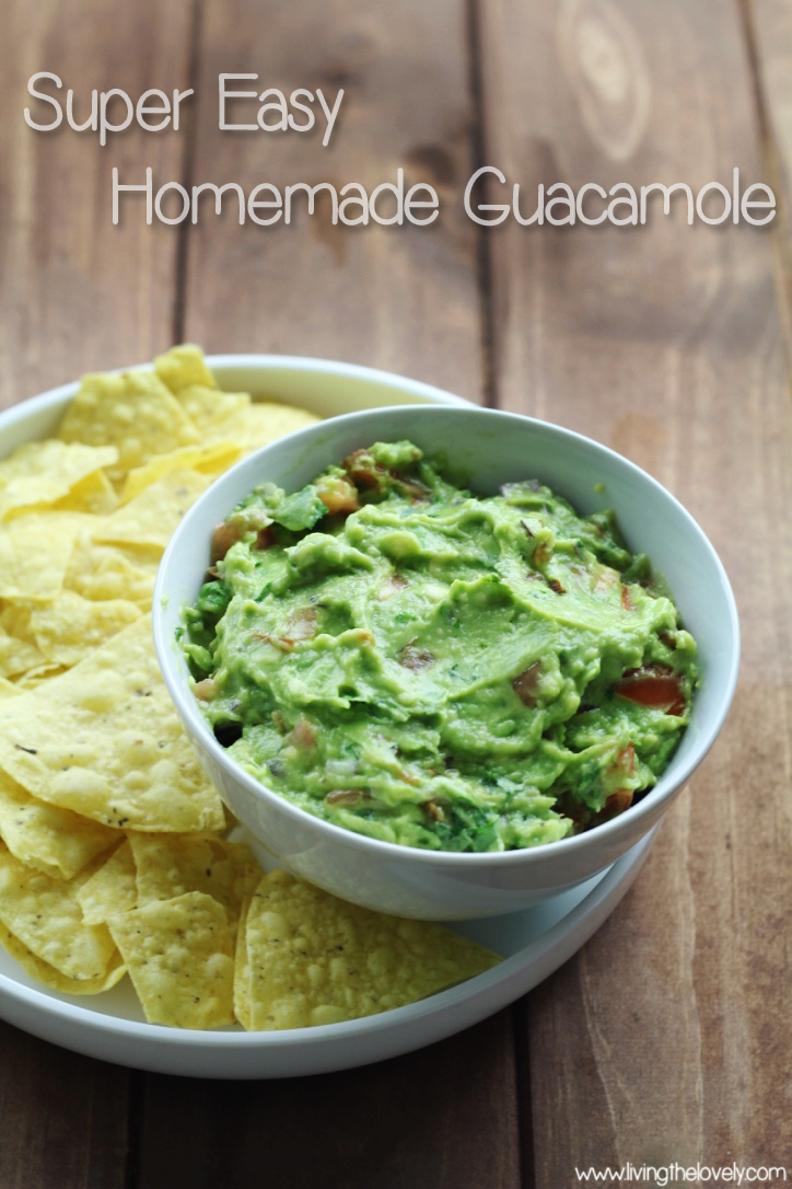 A super easy delicious guacamole recipe you can easily make at home! Once you try this recipe you wont want to eat store bought anymore! Comes together really quick too! || www.livingthelovely.com
