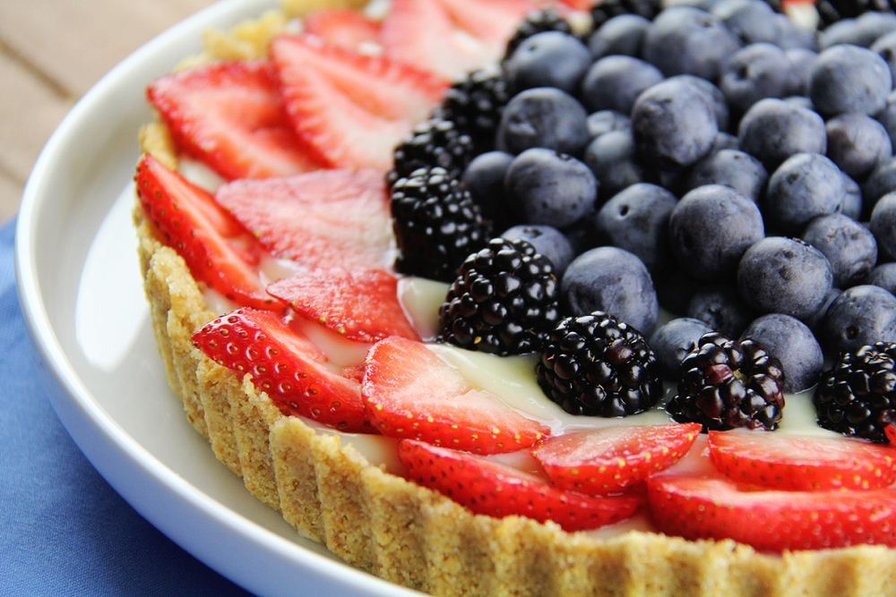 quick and easy triple berry tart recipe. What I love about it is its no bake, only 5 ingridients from the pantry, and super simple. But it  LOOKS fancy! All the look none of the work ;)