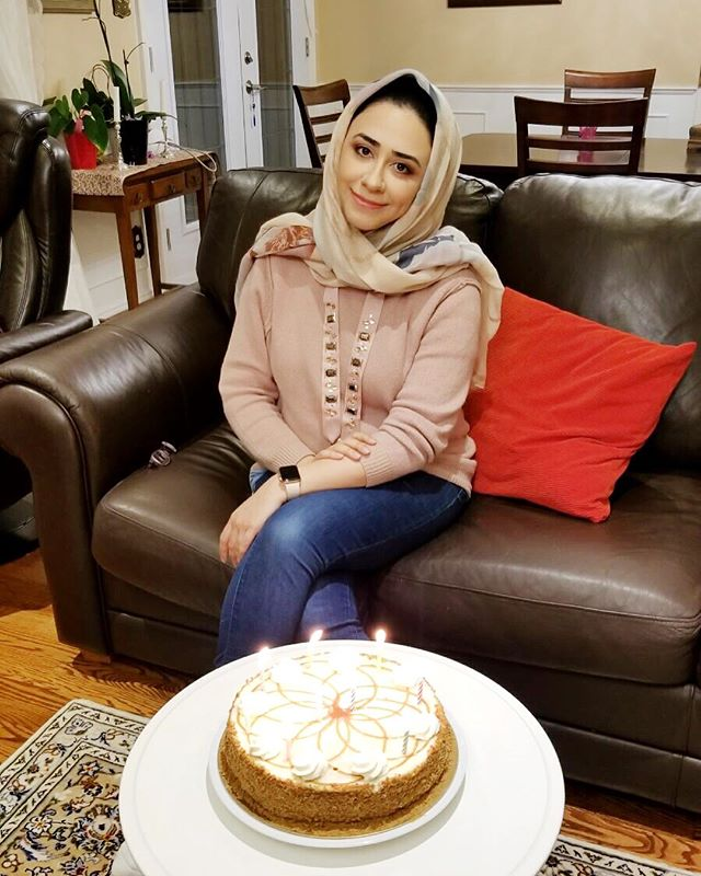 Issss mah birthdayyyy!! 🎉🎊🎁 here's hoping it's the best year yet 😊 thank you for all the well wishes!! . . . . . #birthday #birthdaygirl #birthdaycake #ottawa #food #cake #birthdayfun  #birthdaymakeup #irani #persian