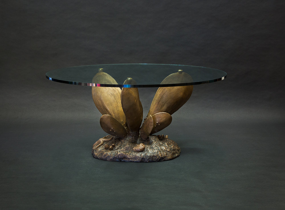 Giant Mussel Table – Shipping Shot