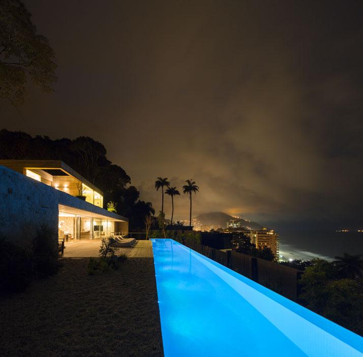 1-Arthur-Casas-casa-AL-rio-brazil-photo-fernando-guerra-yatzer.jpg