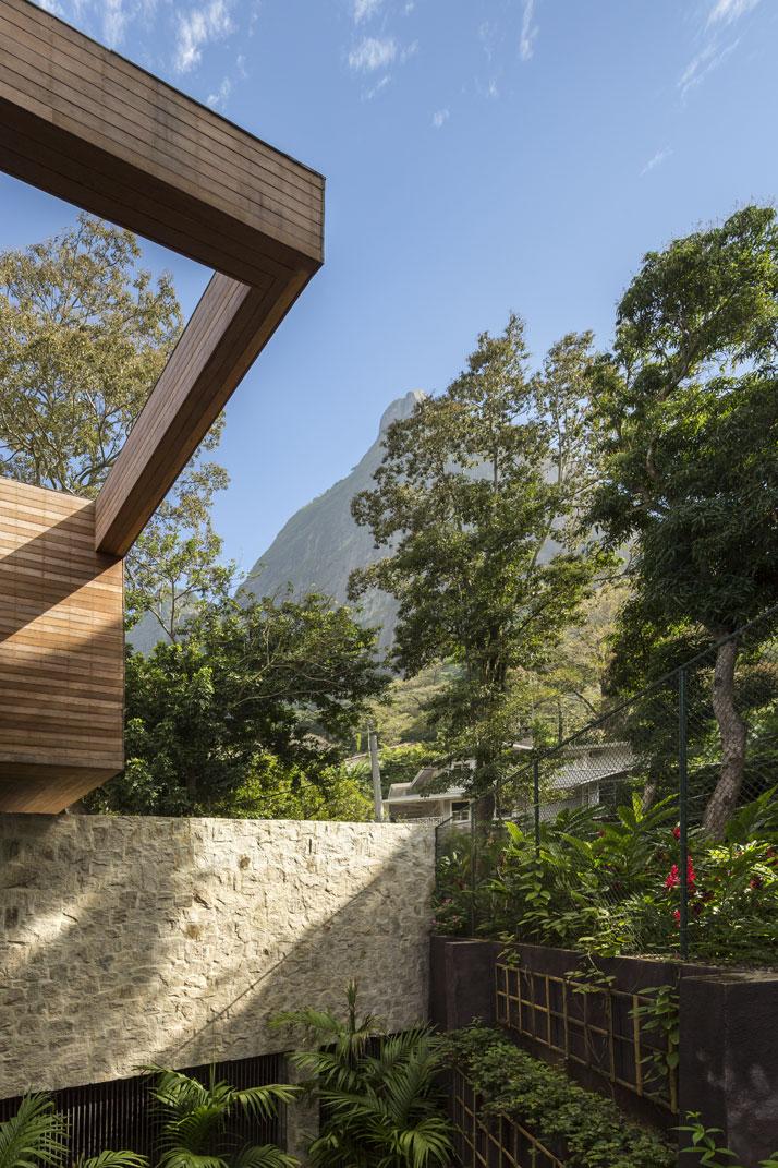 28-Arthur-Casas-casa-AL-rio-brazil-photo-fernando-guerra-yatzer.jpg