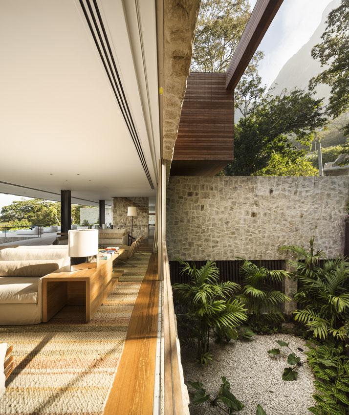 26-Arthur-Casas-casa-AL-rio-brazil-photo-fernando-guerra-yatzer.jpg