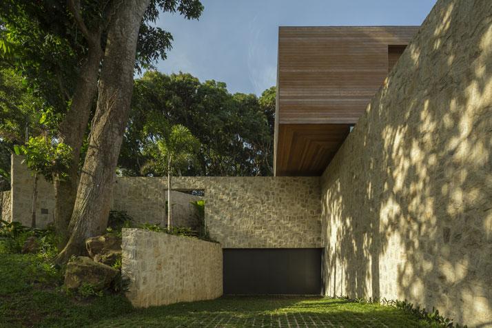 24-Arthur-Casas-casa-AL-rio-brazil-photo-fernando-guerra-yatzer.jpg