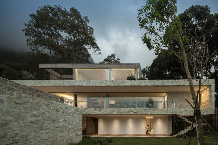 2-Arthur-Casas-casa-AL-rio-brazil-photo-fernando-guerra-yatzer.jpg