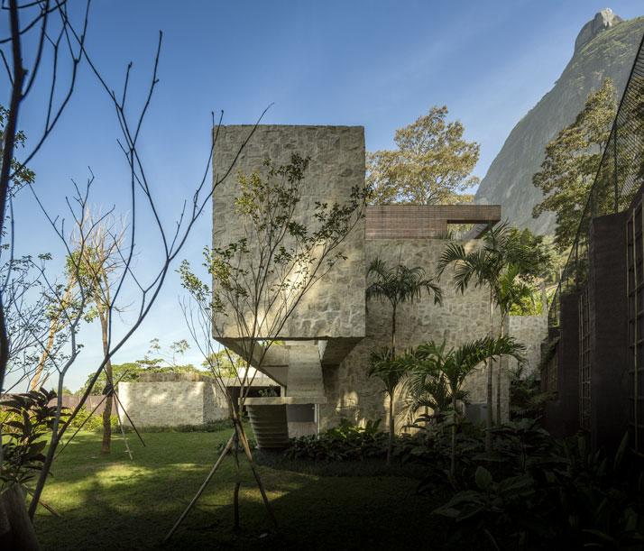 25-Arthur-Casas-casa-AL-rio-brazil-photo-fernando-guerra-yatzer.jpg