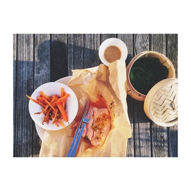 salmon-sriracha-lime-carrots-blacksesame-miso-almond-sauce-gwyneth-paltrow