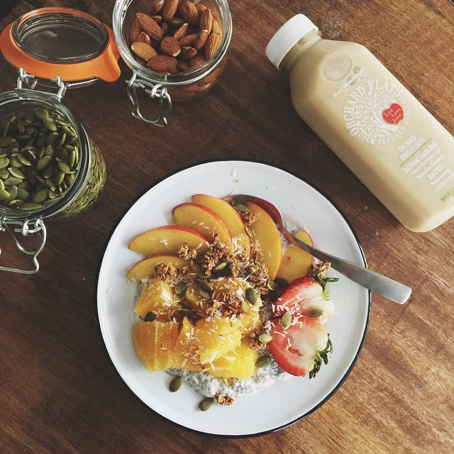 _rrayyme_here__Breakfast_is_my_favvvorite_meal_of_the_day._Today_I_m_having_vanilla_chia_pudding_topped_with_peaches__oranges__strawbs__granola_and_pumpkin_seeds_with_a_delicious__orchardflatsjuicery_vanilla_latte_to_get_me_going_____livelovejuice__o.jpg