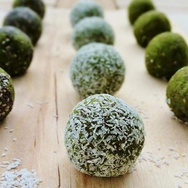 We_were_just_thinking_about_how_easy_it_would_be_to_whip_up_these_Matcha_Cranberry__blissballs_thanks_to__urbanraw.superfoodchrissy_in_the_Vitamix._Matcha_green_tea_is_an_antioxidant_powerhouse_that_we_can_t_get_enough_of__especially_in_winter._What_.jpg