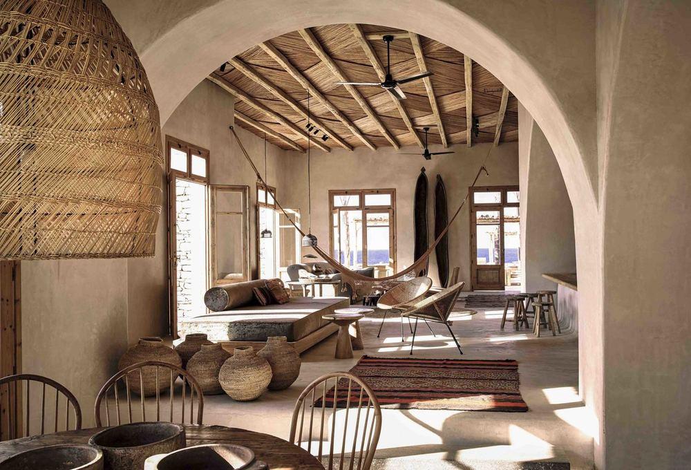 steve.herud.scorpios.house.indoor-2.jpg