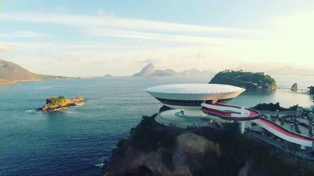 beautiful_day_in_Rio____lvcruise__louisvuitton__mac__rj__brasil__nicolasguesqui_re__instafashion__instasize_by_ricarovenuto.jpg