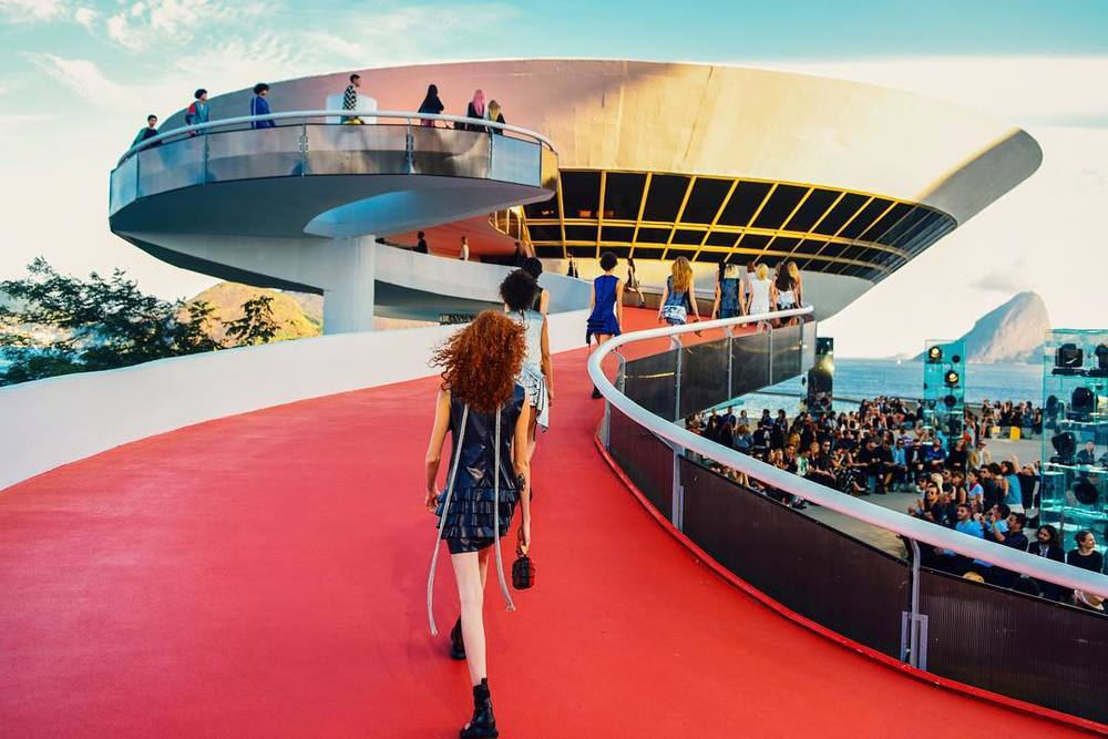 _LVCruise_2017_by__nicolasghesquiere_by_louisvuitton.jpg