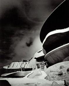aragngo house - john lautner.jpg