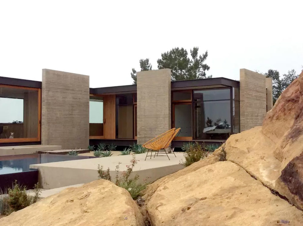 Santa-Monica-Mountains-Saddle-Peak-House-1050x784.jpg