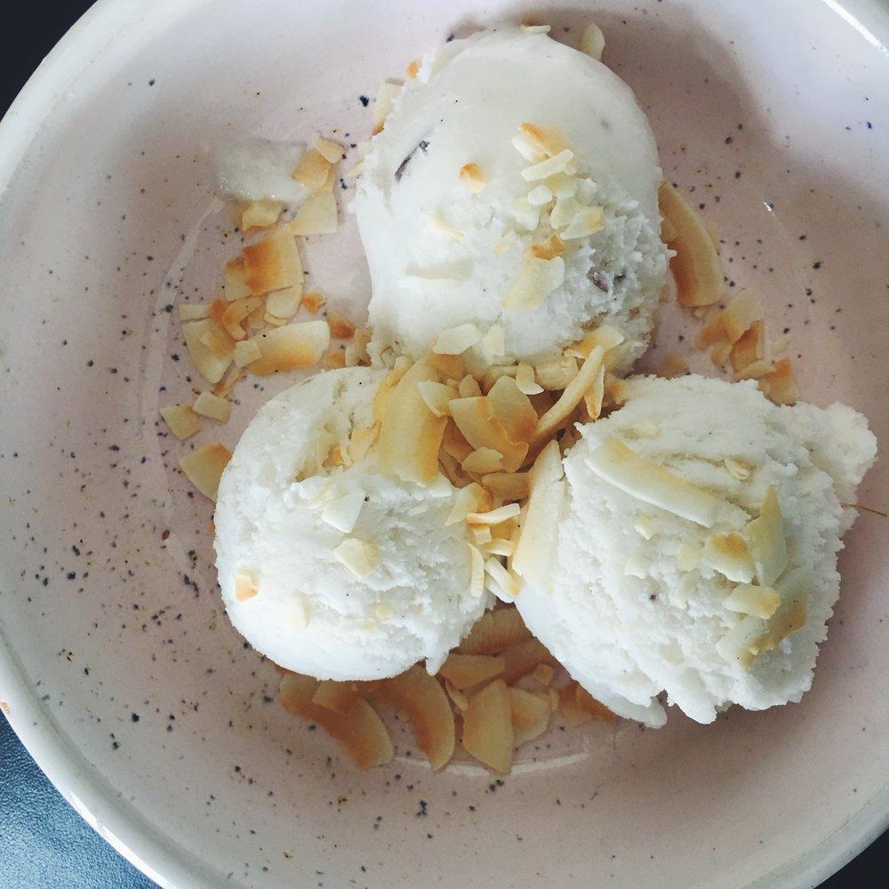 coconut-vegan-ice-cream-icecreamsandwich-nicecream-3.jpg